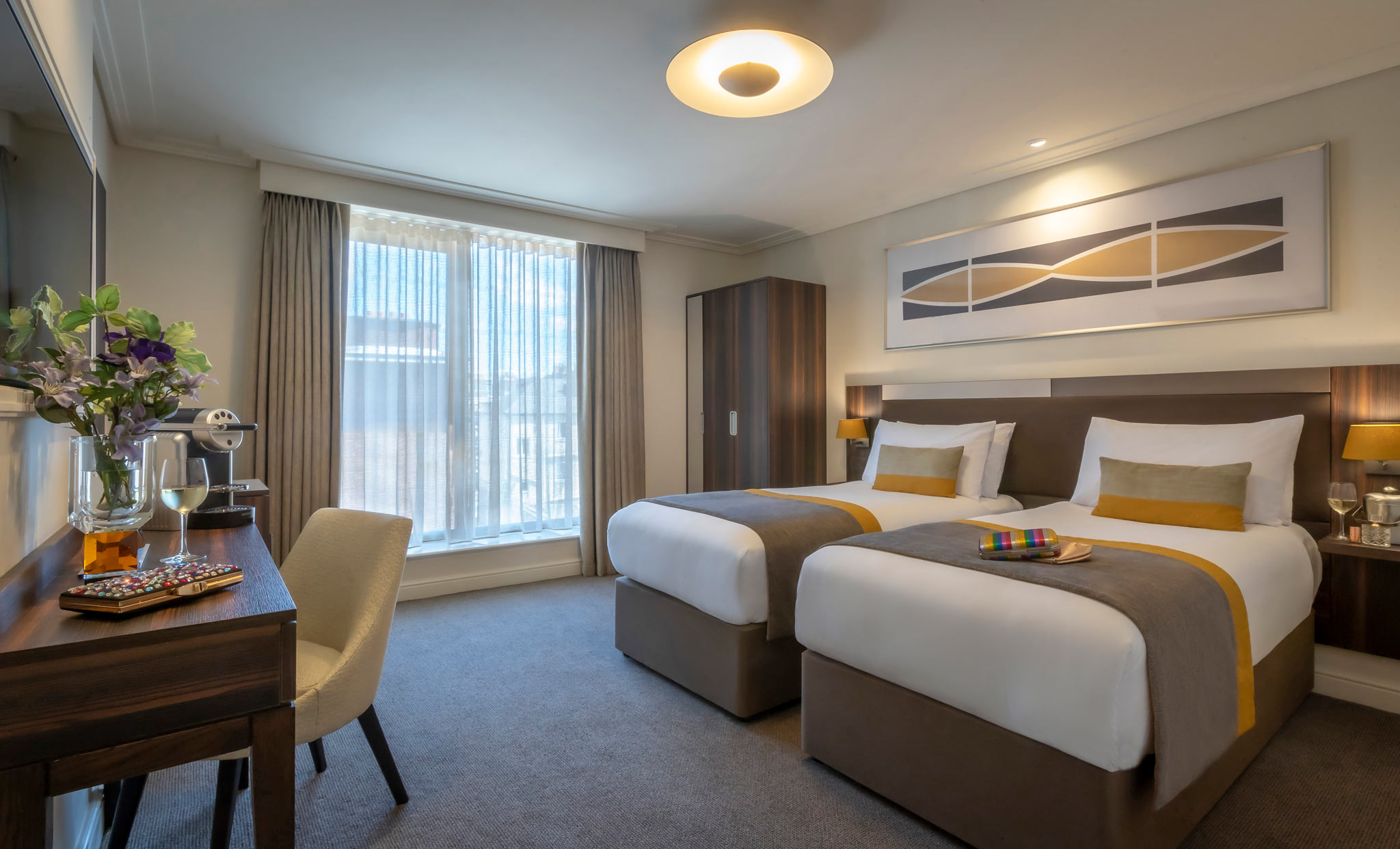 Hotel-7-Dublin-family-room-with-2-double-beds